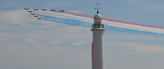 Red Arrows thrill the crowds at Sunderland International Airshow (picture courtesy of J Kinnair)